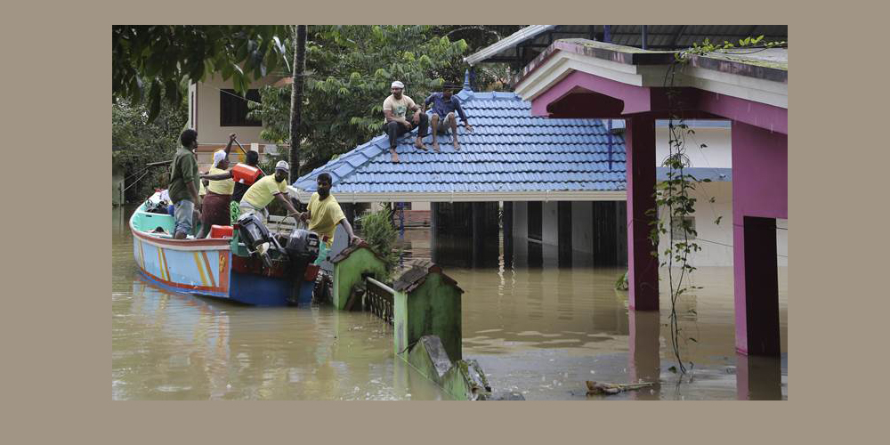 Kerala floods LIVE: Receding floodwater leaves a trail of debris behind, rescue ops underway